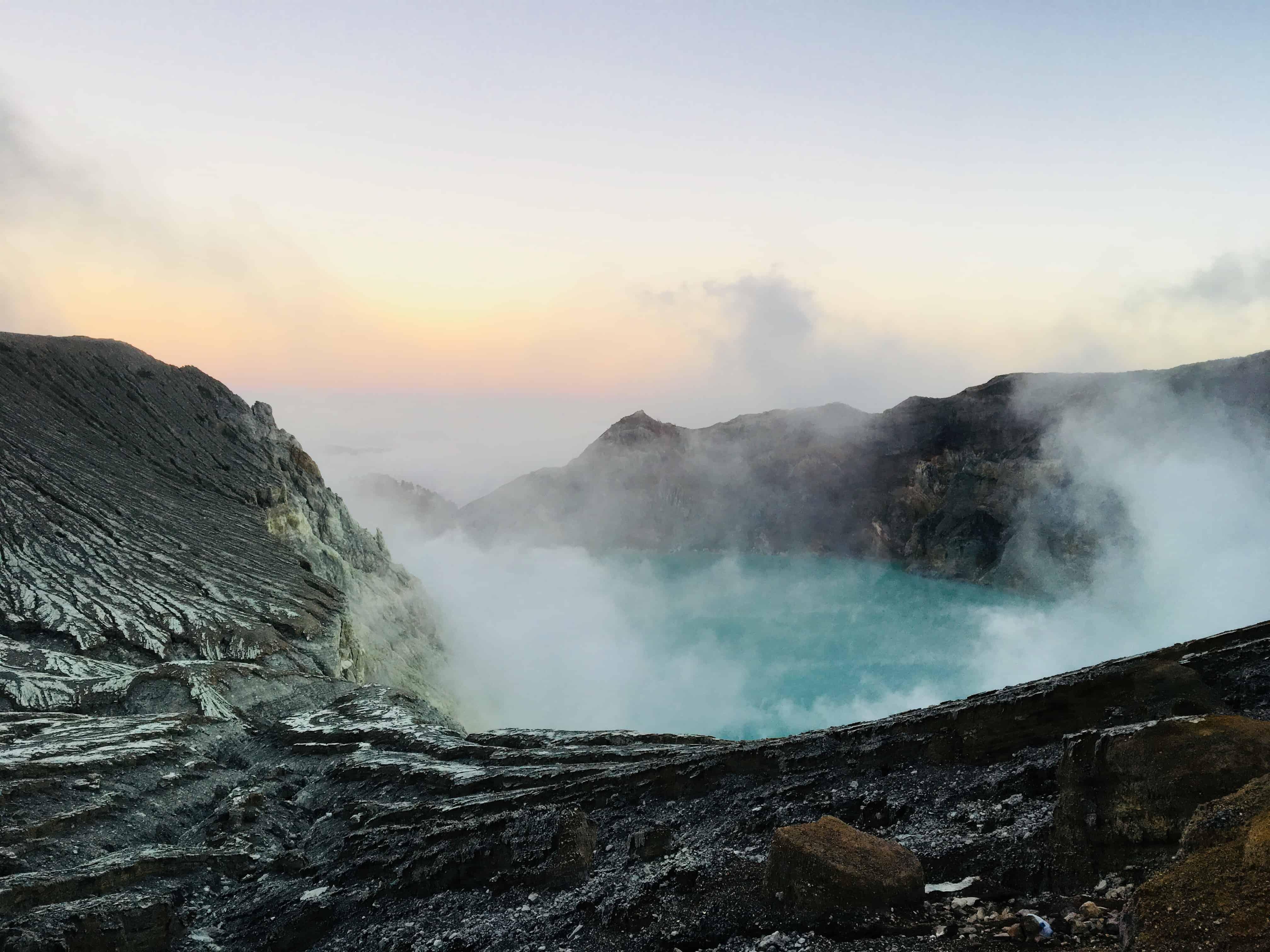 Kawah Ijen, il lago acido più grande al mondo